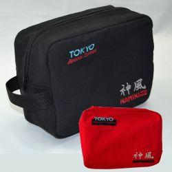 BORSA DA BAGNO KAMIKAZE, Tokyo Special Edition, nero o rosso